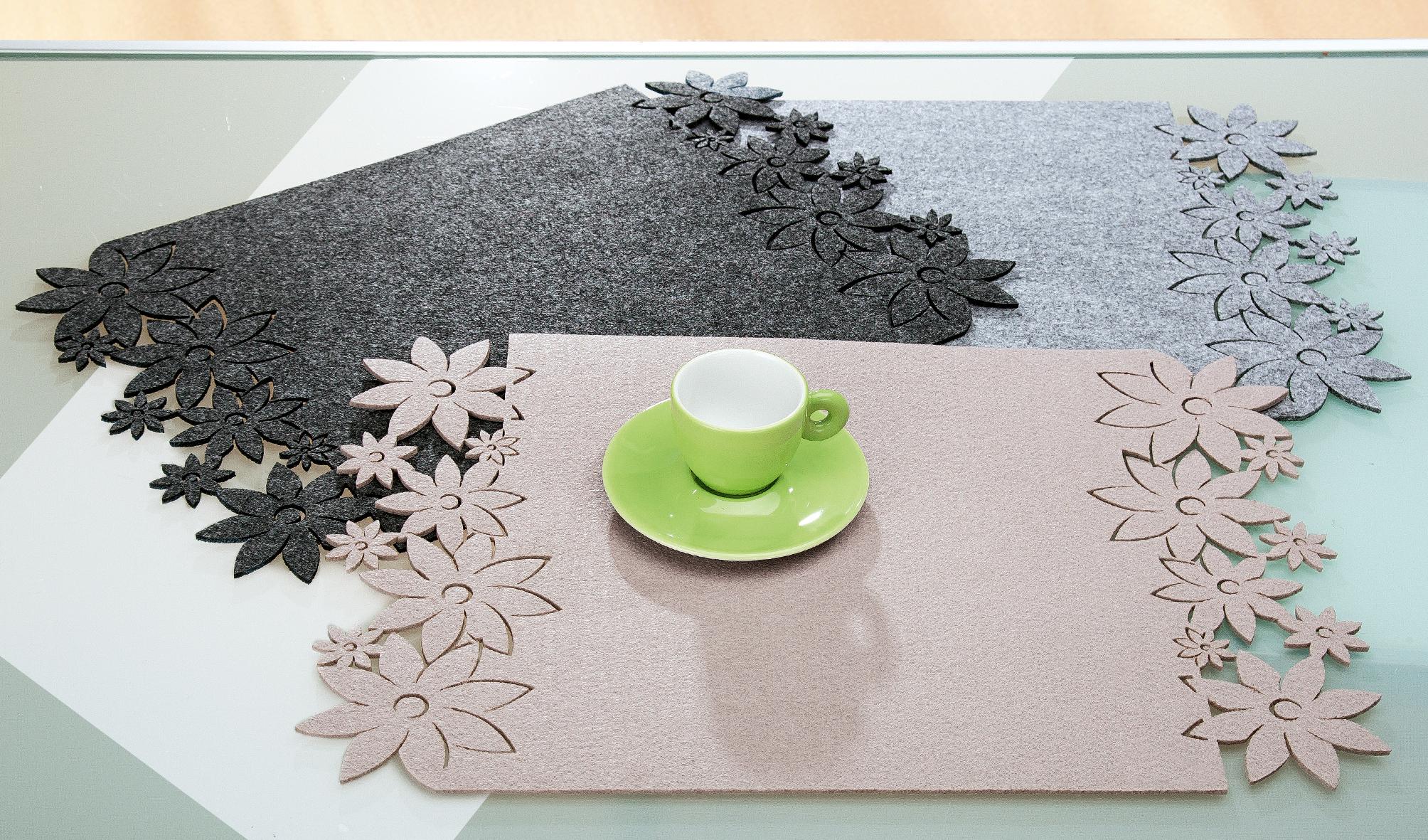 tischset flower bl tenrand hellgrau filz 4er set aby fashion. Black Bedroom Furniture Sets. Home Design Ideas
