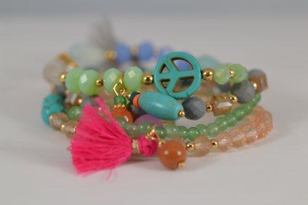 vier Armbänder in einem, Anhänger Medaillon, bunte Perlen und Steine, Modeschmuck