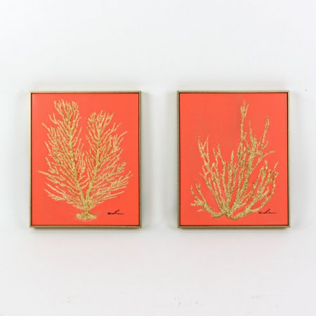 Handmade Product Koralle Bild 2fach ein Set zwei Stück Goldrahmen Acryl auf Leinwand Farbe koralle gold Entdecken Sie im Online Shop www.aby-fashion.de wunderschöne Stücke für die Neugestaltung Ihrer Wohnräume. Die Preise sind absolut günstig und der Versand auf jeden Fall kostenfrei. Handgemaltes Acrylbild auf Leinwand - Handmade Product Ein stilvoller Farbtupfer für Ihre Innenräume - nicht nur für maritime Räumlichkeiten: Koralle Bild 2fach ein Set zwei Stück Goldrahmen Acryl auf Leinwand Farbe koralle gold Firma Voß, Münster EAN: 4030673479052 Bild Koralle - zwei Stück - verschiedene Motive - jeweils mit Goldrahmen - Acryl auf Leinwand: Maße: 40 cm x 50 cm Gewicht eines Bildes: Farben: Leinwand korallenrot - Motiv der Koralle goldfarben Rahmen: Holzrahmen in sehr guter Verarbeitung, Farbe Vorderseite und Seiten gold, Rückseite schwarz Leinwand: Rückseite beige Struktur Signatur: Künstler aus einer Kunststudenten Werkstatt Aufhängevorrichtung: Material inclusive (stabile Metallaufhänger, Dübel, Schrauben) Hinweis: Handmade Product: Sie haben sich für einen Artikel aus echter Handarbeit entschieden. Unregelmässigkeiten der Oberfläche und leichte Abweichungen in Form und Farbe sind charakteristische Merkmale dieser Handarbeit und stellen keine Mängel dar. Lieferung: zwei Bilder mit verschiedenen Motiven Koralle - Ecken von Rahmen geschützt mit Pappe - Supertolle Geschenkidee: Koralle Bild 2fach ein Set zwei Stück Goldrahmen Acryl auf Leinwand Farbe koralle gold