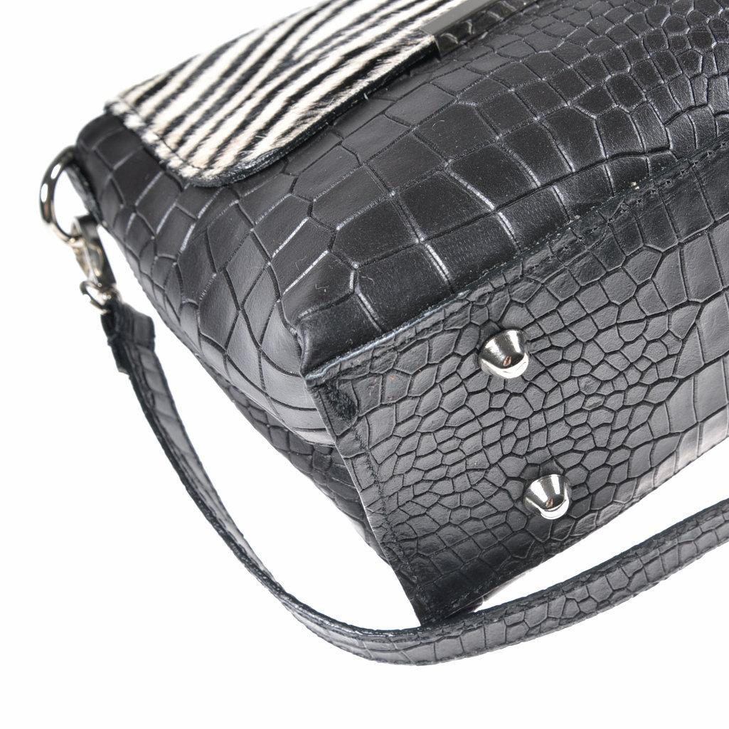 schultertasche leder kuhfell farbe schwarz wei handtasche. Black Bedroom Furniture Sets. Home Design Ideas